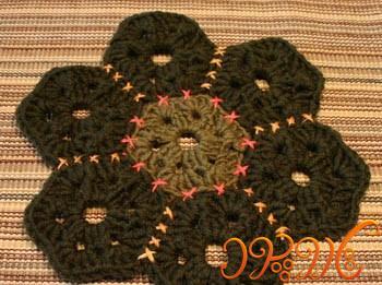 بافت رومیزی با موتیف های شش ضلعی