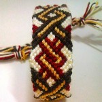 آموزش ویژه بافت دستبند دوستی پهن و زیبای طرح پامچال